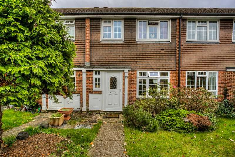 3 Bedrooms Terraced House for sale in Takeley Close, Romford, Essex, RM5 3PX