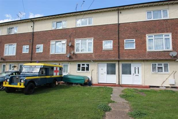 2 Bedrooms Maisonette Flat for sale in Wood Farm Close, Leigh-on-Sea