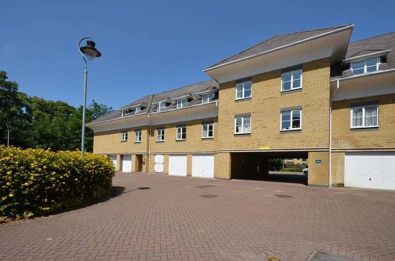 3 Bedrooms Flat for rent in Century Court, Woking, GU21