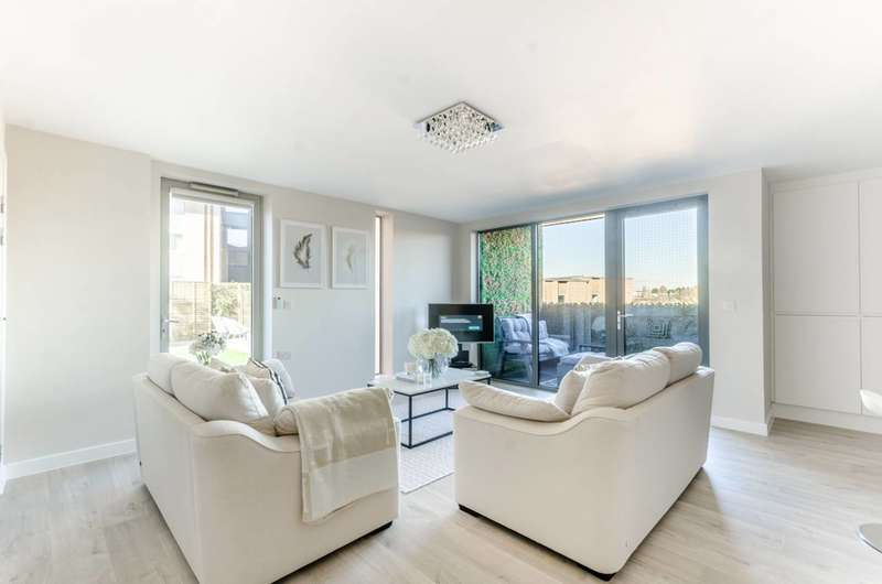 2 Bedrooms Flat for sale in Bromley Road, Beckenham Hill, SE6