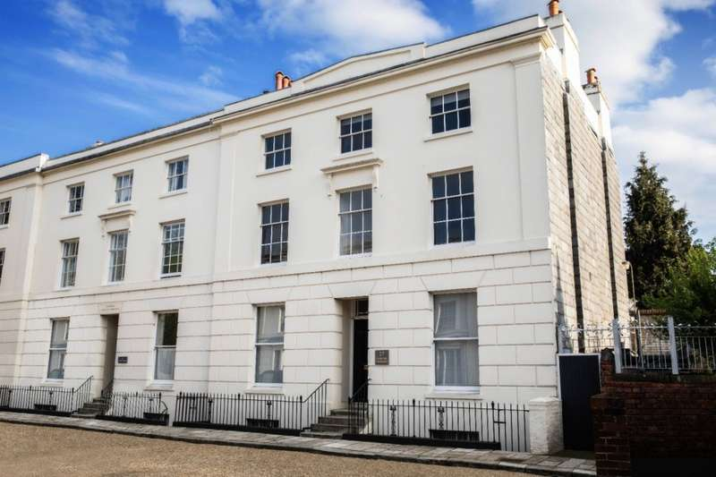 3 Bedrooms Penthouse Flat for sale in 17 Carlton Crescent, Southampton, SO15