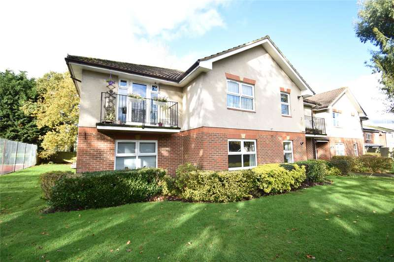 2 Bedrooms Apartment Flat for sale in Vienna Court, Vesey Close, Farnborough, Hampshire, GU14