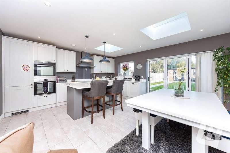 4 Bedrooms Detached Bungalow for sale in Briscoe Road, Rainham, RM13