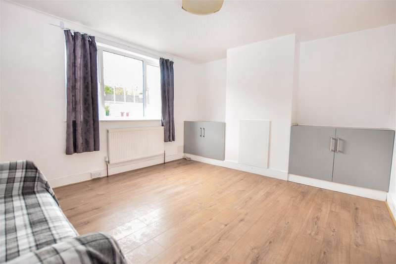 3 Bedrooms Terraced House for rent in New Close, Colliers Wood
