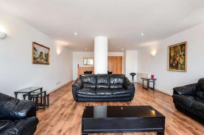 3 Bedrooms Flat for rent in Arnhem Place, London