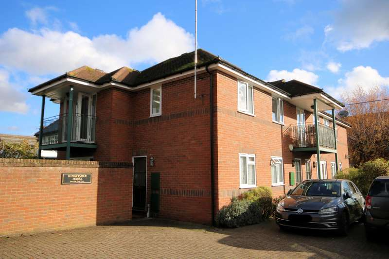 2 Bedrooms Apartment Flat for rent in Kingfisher House, Dedmere Road, Marlow, SL7