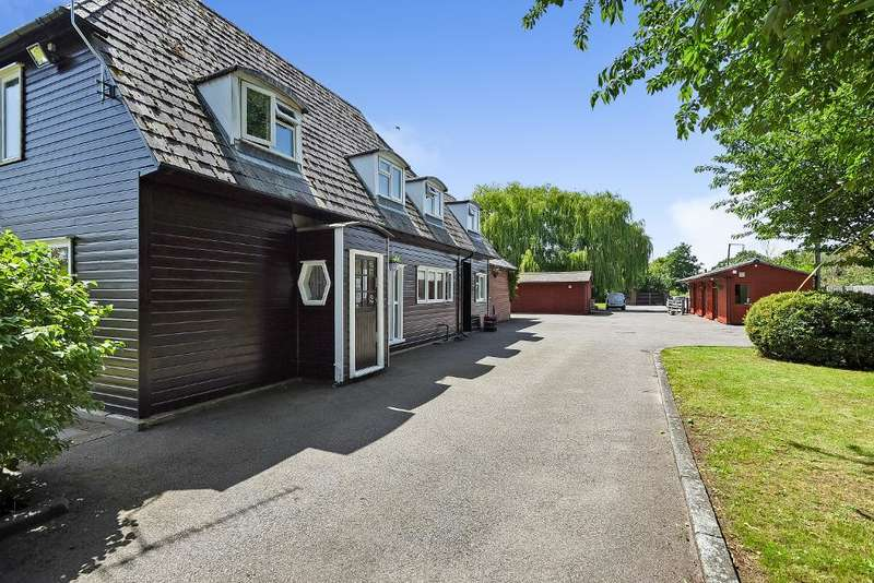 5 Bedrooms Detached House for sale in Cockmannings Lane, Orpington, Kent, BR5 4HF