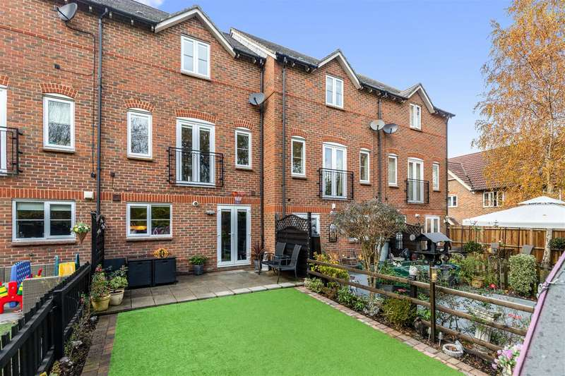 4 Bedrooms Terraced House for sale in Greyhound Chase, Singleton, Ashford