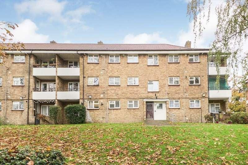 3 Bedrooms Flat for rent in Hurst Lane, London, SE2