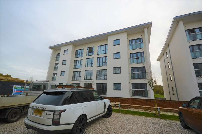 2 Bedrooms Apartment Flat for sale in Riverside Place, St. Johns Avenue, Braintree, CM7