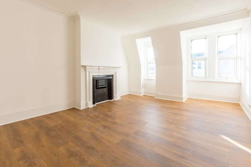 4 Bedrooms Flat for rent in Grand Parade, Green Lanes, Harringay, N4
