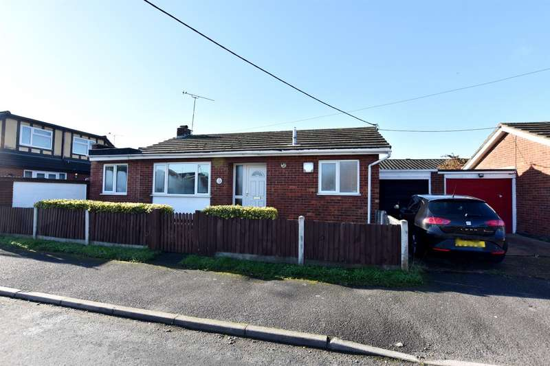 3 Bedrooms Bungalow for sale in Hassell Road, Canvey Island