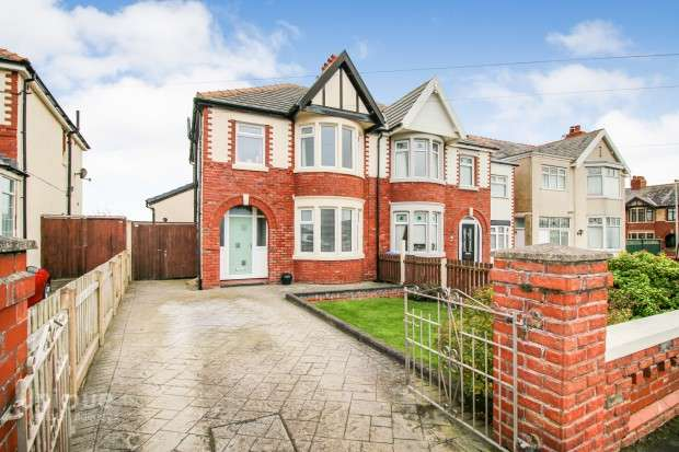 3 Bedrooms Semi Detached House for sale in Norbreck Road, Thornton-Cleveleys, FY5