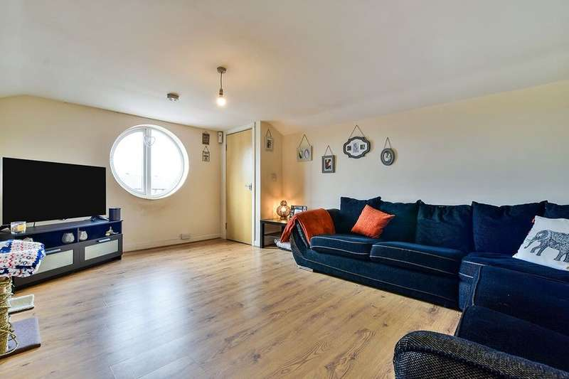 2 Bedrooms Flat for rent in B Hyde Road, Denton, Manchester, M34