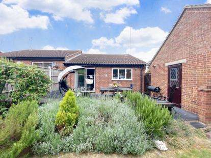 2 Bedrooms Bungalow for sale in Basildon, Essex, United Kingdom