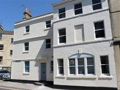 9 Bedrooms Property for rent in Monmouth Place