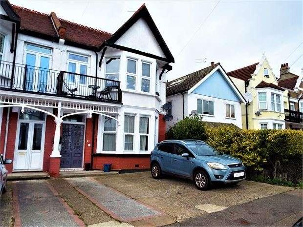 2 Bedrooms Apartment Flat for rent in Pembury Road, Westcliff on sea, Westcliff on sea, SS0 8DU