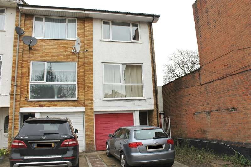 End Of Terrace House for rent in WOODFORD GREEN