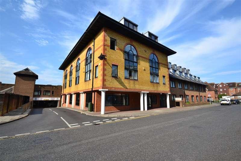 2 Bedrooms Flat for rent in Consort Way, Horley