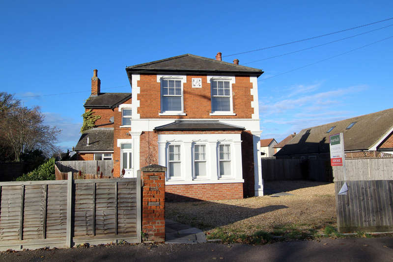 4 Bedrooms Detached House for sale in Melbourn Road, Royston