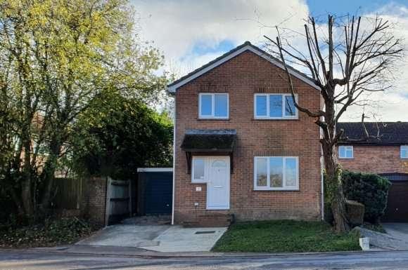 4 Bedrooms Detached House for rent in Herriard Way, Tadley, RG26