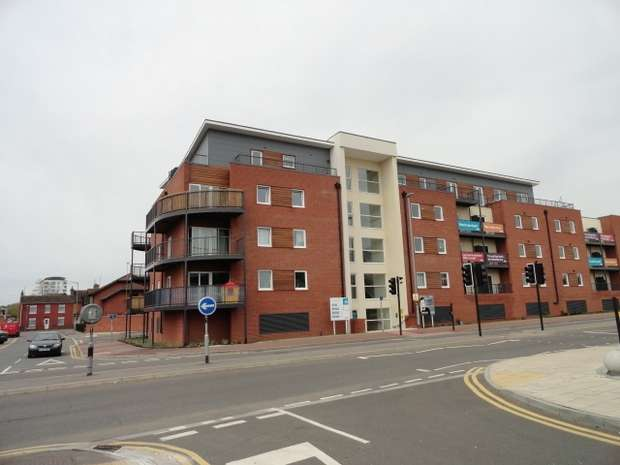 2 Bedrooms Flat for rent in Princes Way, Bletchley, Buckinghamshire