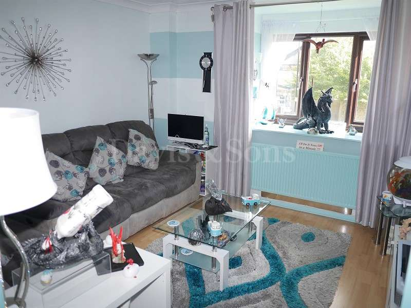 2 Bedrooms Flat for sale in Woodward Road, Cross Keys, Newport. NP11 7AT