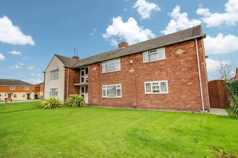 2 Bedrooms Flat for rent in Marlowe Avenue, Walcot, Swindon