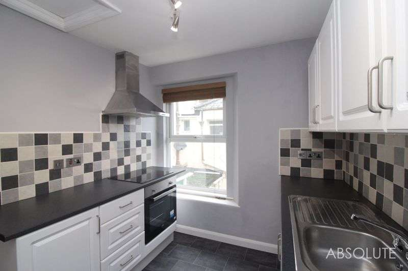 2 Bedrooms Property for rent in Winner Street, Paignton