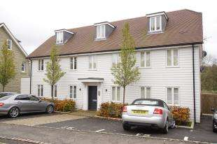 2 Bedrooms Flat for sale in Sandrock House, High Street, Etchingham, East Sussex