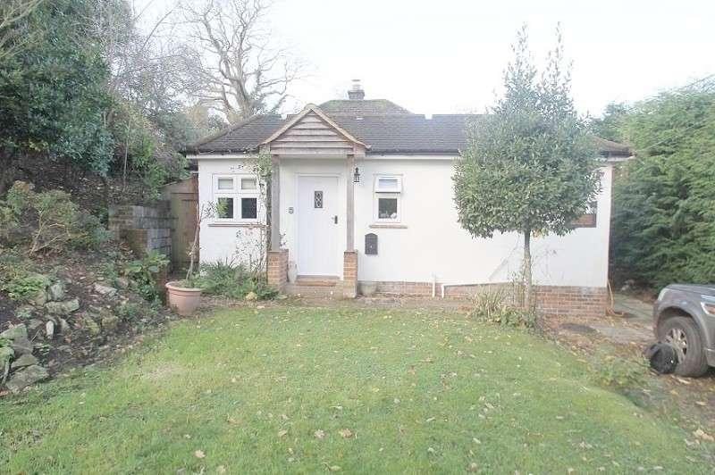 2 Bedrooms Detached Bungalow for rent in Long Lane, Bursledon, Southampton, Hampshire. SO31 8DA