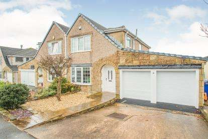 4 Bedrooms Semi Detached House for sale in Smithyfield Avenue, Worsthorne, Burnley, Lancashire