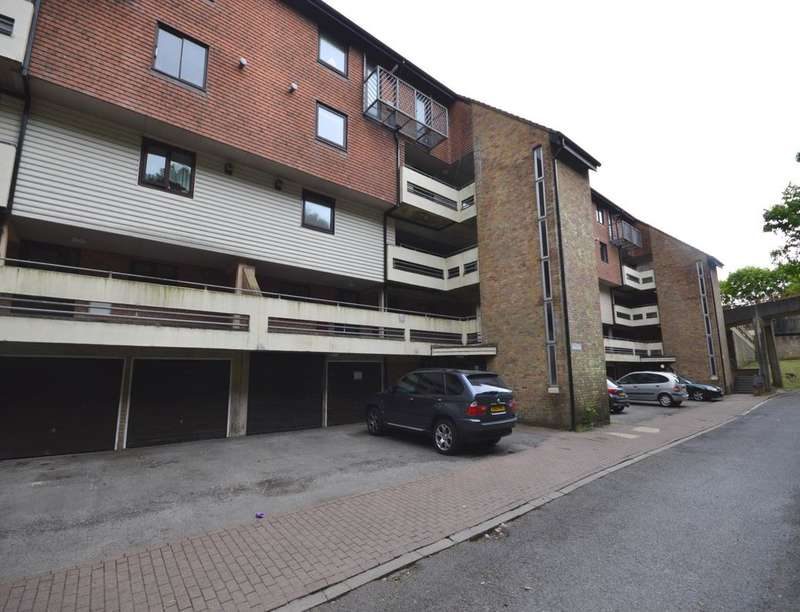 2 Bedrooms Flat for rent in Kingsway Gardens, Andover, SP10