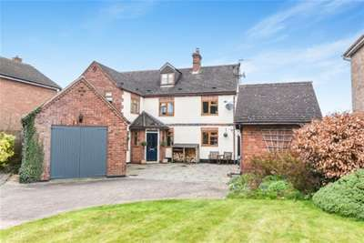 4 Bedrooms Farm House Character Property for rent in Droitwich Road, Fernhill Heath
