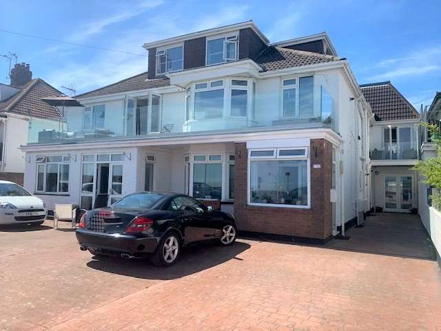 2 Bedrooms Property for rent in Beach Road, Newton, Porthcawl