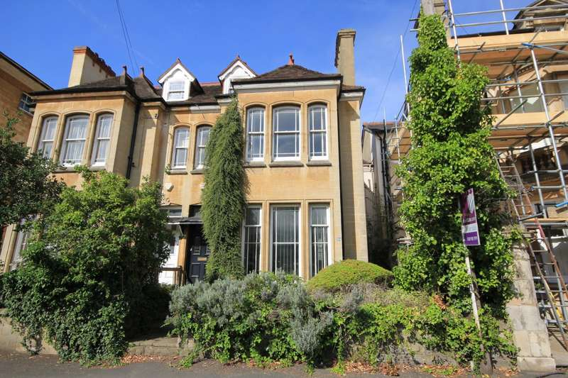 4 Bedrooms Semi Detached House for sale in Eldon Road, Reading, RG1