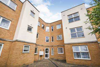 2 Bedrooms Flat for sale in Kenway, Southend-On-Sea, Essex