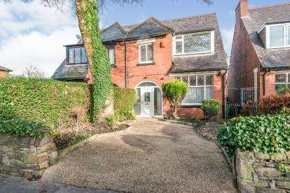 3 Bedrooms Semi Detached House for sale in Chorley Old Road, Heaton, Bolton, Greater Manchester, BL1
