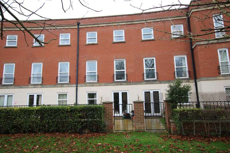 3 Bedrooms Terraced House for sale in Cambrai Close, Lincoln
