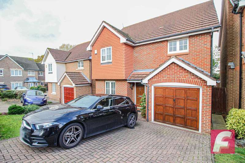 4 Bedrooms Detached House for rent in Five Fields Close, Carpenders Park