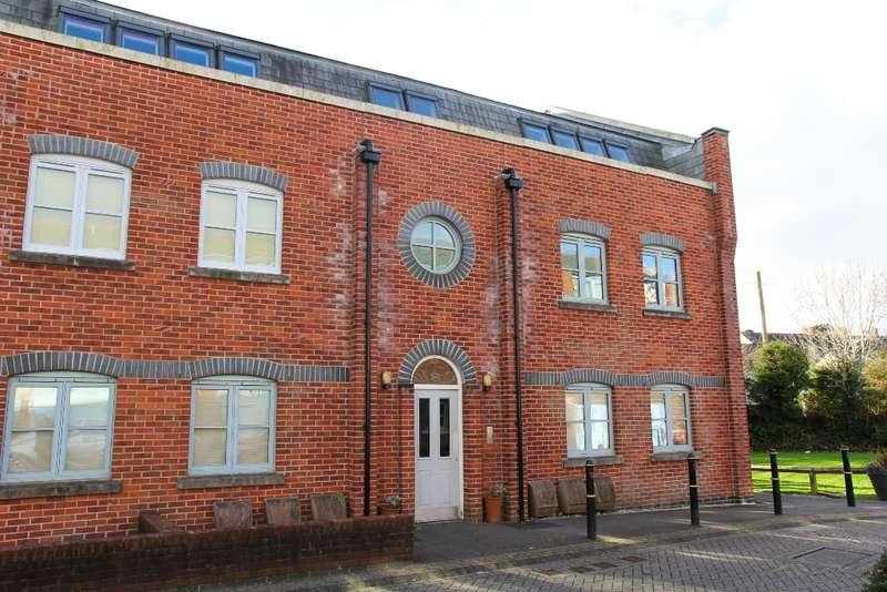 2 Bedrooms Flat for rent in Brunel Court, , Truro, TR1 3AE