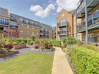2 Bedrooms Flat for rent in Constables Way, Hertford