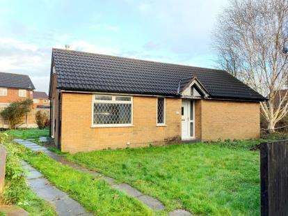 2 Bedrooms Bungalow for sale in Cloverfields, Daisyfield, Blackburn, Lancashire, BB1