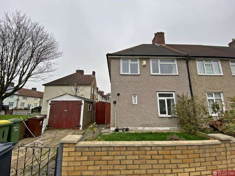 3 Bedrooms House for rent in Charlecote Road, Romford, RM8