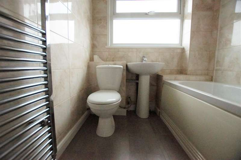 3 Bedrooms Town House for rent in Stamford Court, Chester CH3 5PP
