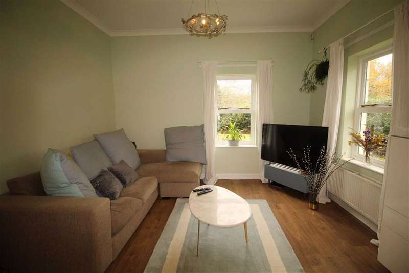 2 Bedrooms Flat for rent in The Forest, Wanstead, London