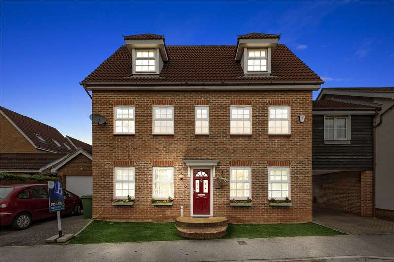 5 Bedrooms Link Detached House for sale in Frobisher Gardens, Chafford Hundred, Grays, RM16