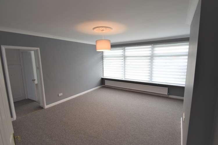 2 Bedrooms Flat for rent in Mottingham Lane Mottingham SE9