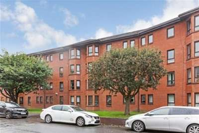 2 Bedrooms Flat for rent in Durward Court, Shawlands, G41
