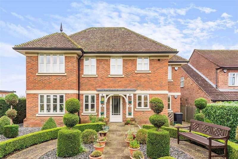 2 Bedrooms Flat for sale in Bluebridge Road, Brookmans Park, Hertfordshire